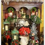 Traditional Red, Green and Gold Christmas Mantel