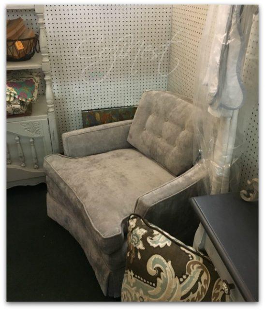 Tufted Back Soft Velvet Chair